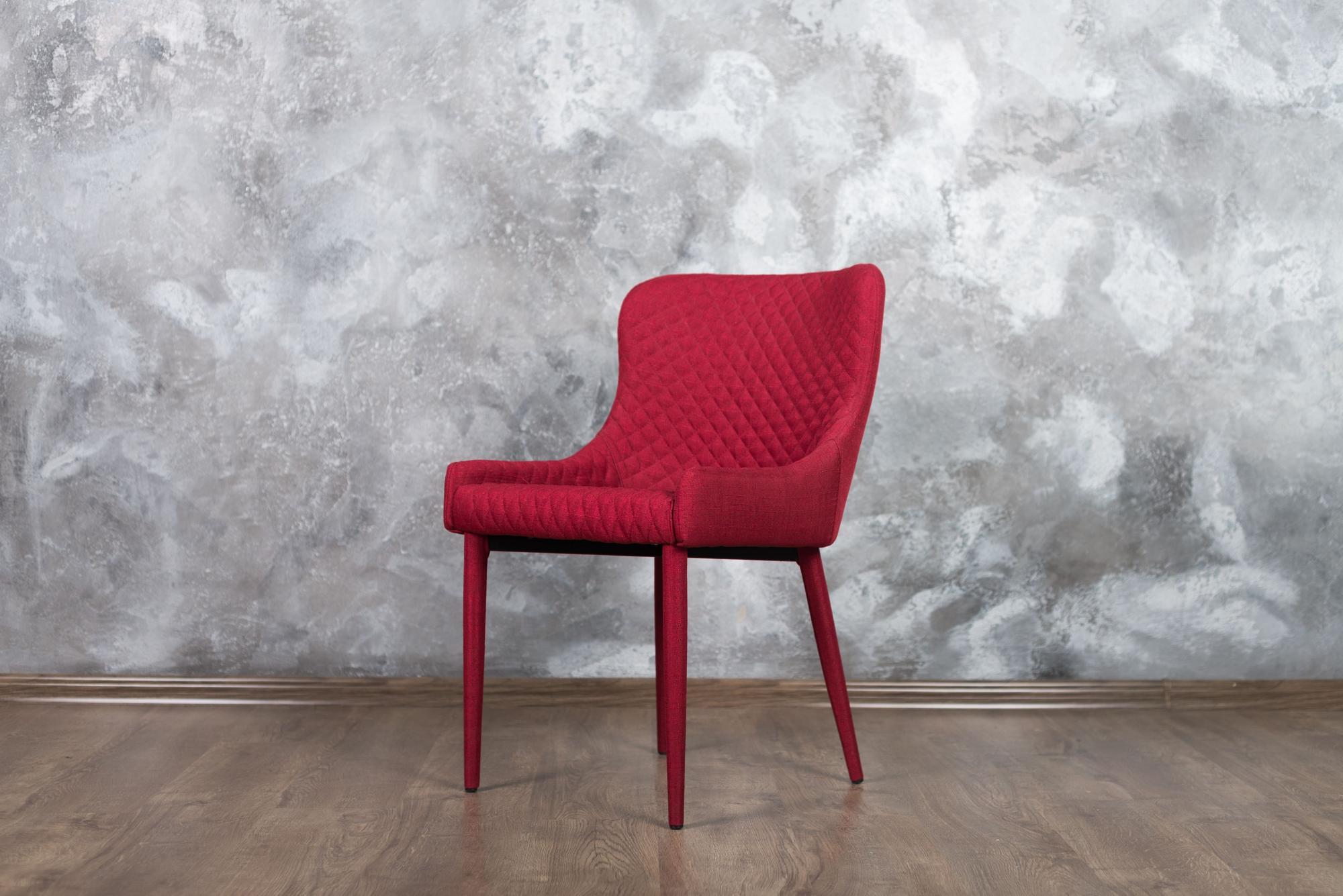 Фотозона Grey с красным стулом